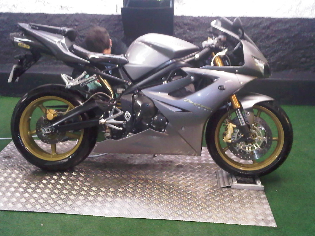 annonce moto triumph daytona 675 occasion de 2006 75 paris paris. Black Bedroom Furniture Sets. Home Design Ideas