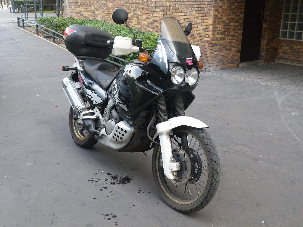annonce moto honda xrv 750 africa twin rd04 occasion de 1995 92 hauts de seine courbevoie. Black Bedroom Furniture Sets. Home Design Ideas