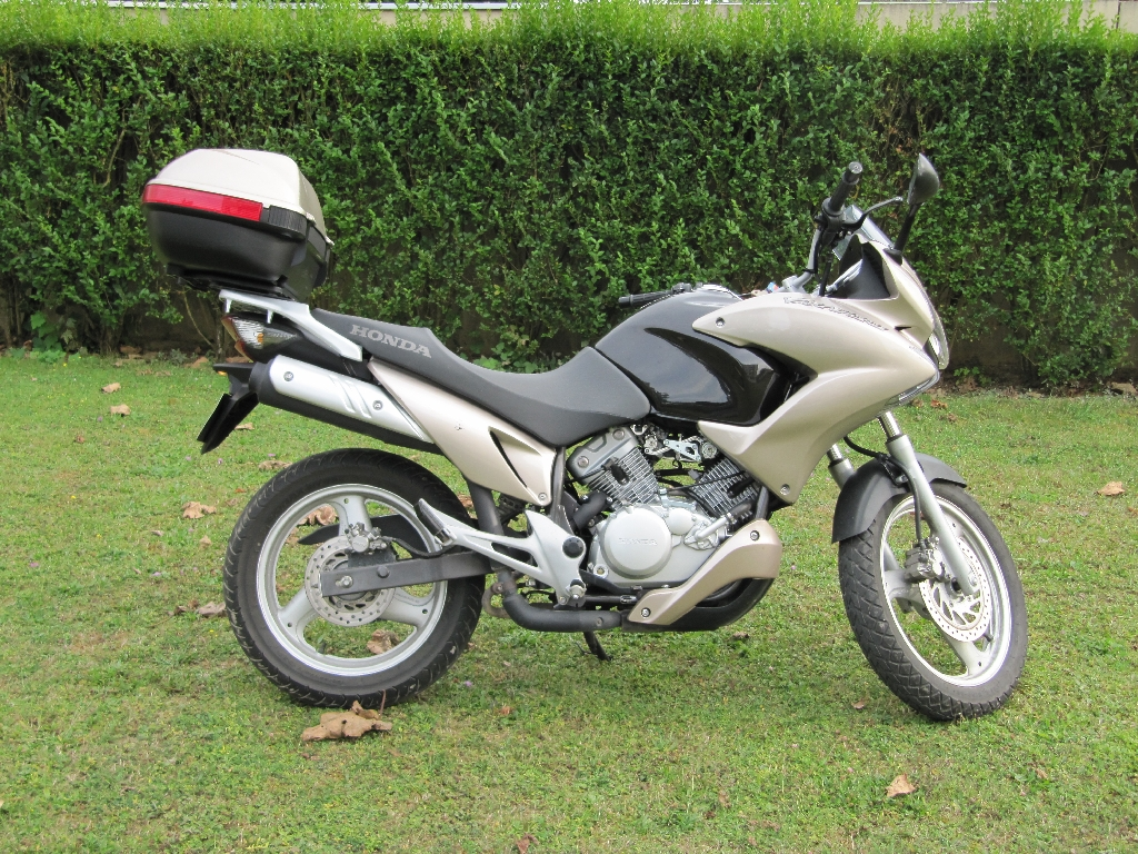 honda xl 125 varadero occasion annonce moto honda xl 125 varadero. Black Bedroom Furniture Sets. Home Design Ideas